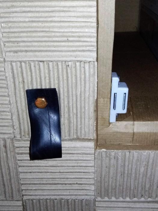 fermeture des portes en carton
