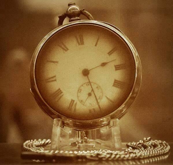 ساعة ﺣﻄﺎﻡ ﺳﻔﻴﻨﺔ ﺗﺎﻳﺘﺎﻧﻴﻚ