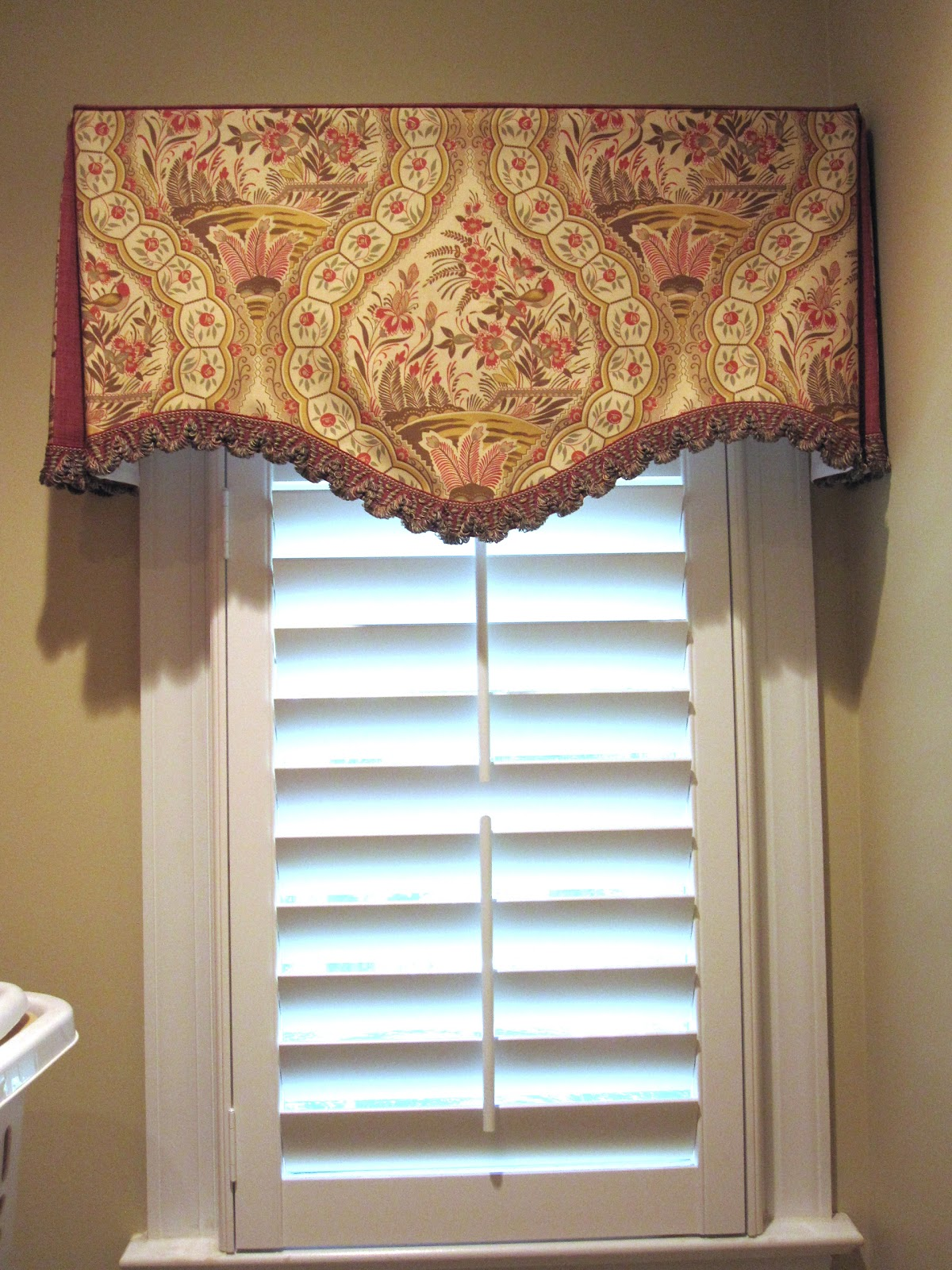 Cheeky Cognoscenti: Laundry Room Window Treatment Sewn from Scraps