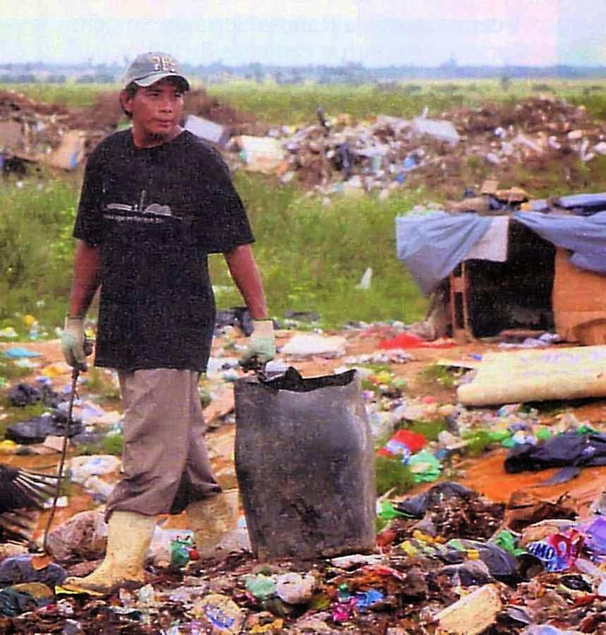 Índio macuxi Adalto da Silva num lixão sem emprego,  teve que deixar Raposa/Serra do Sol
