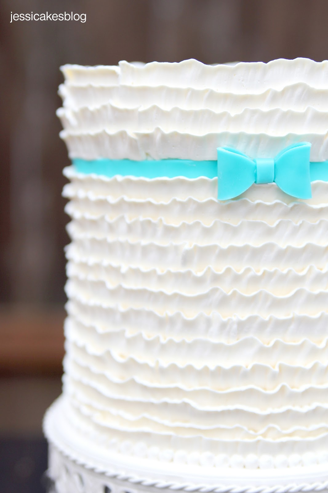 how to make ruffles on a cake