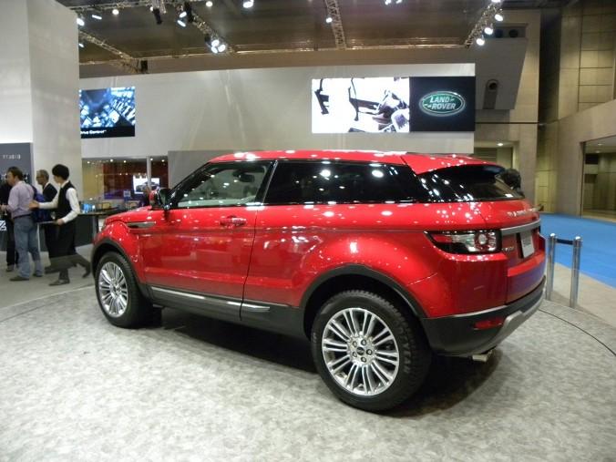 range rover evoque reaches japan live pics tokyo 2011 garage car. Black Bedroom Furniture Sets. Home Design Ideas