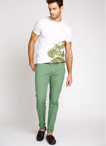 Yeşil renk pantolon kombini