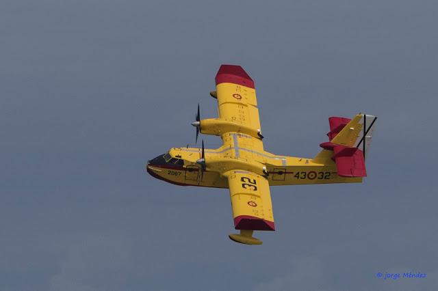 bombardier cl-415 en vuelo contraincendios Asturias