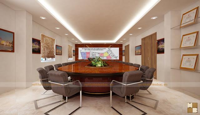 Bàn họp kiểu dáng độc đáo, chất liệu gỗ tự nhiên cùng màu sắc trầm ổn mang đến vẻ đẹp lịch lãm, đẳng cấp cho thiết kế nội thất phòng họp đẹp