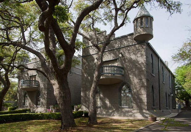 Castle Avalon destination wedding venue in New Braunfels, Texas. Photography by Lisa On Location