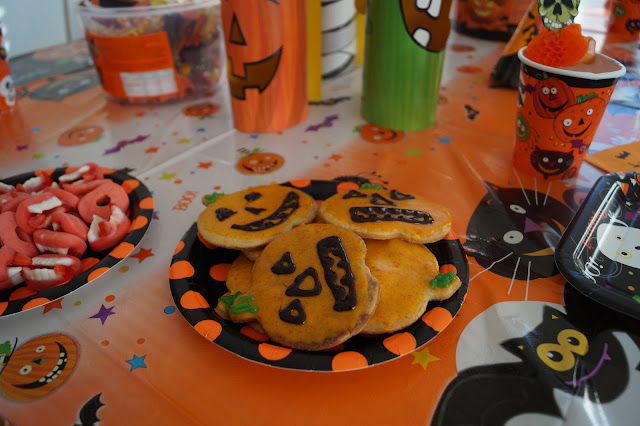 kinder halloween party