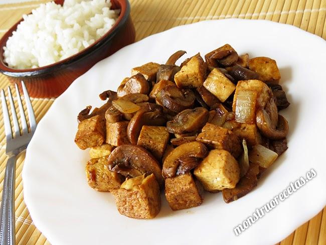 Saltealdo de tofu con champiñones. Receta fácil