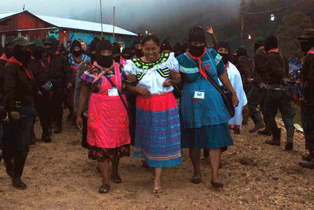 Marichuy acompañada de compañeras zapatistas y la Comandanta Míriam