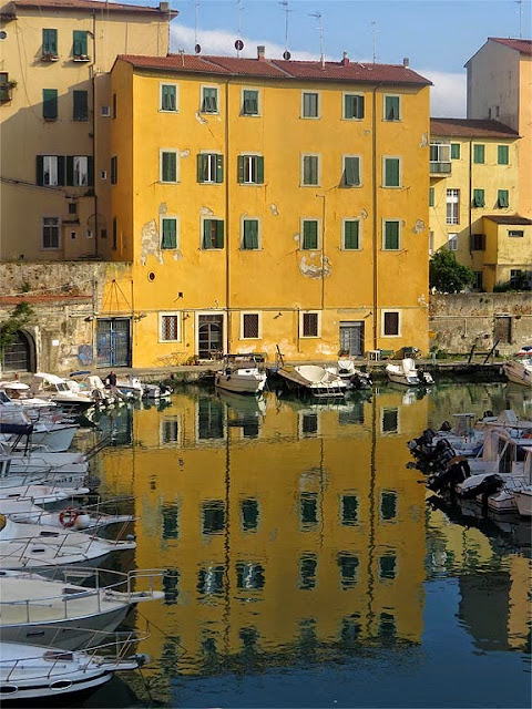 Building reflected in the Fosso Reale, Livorno