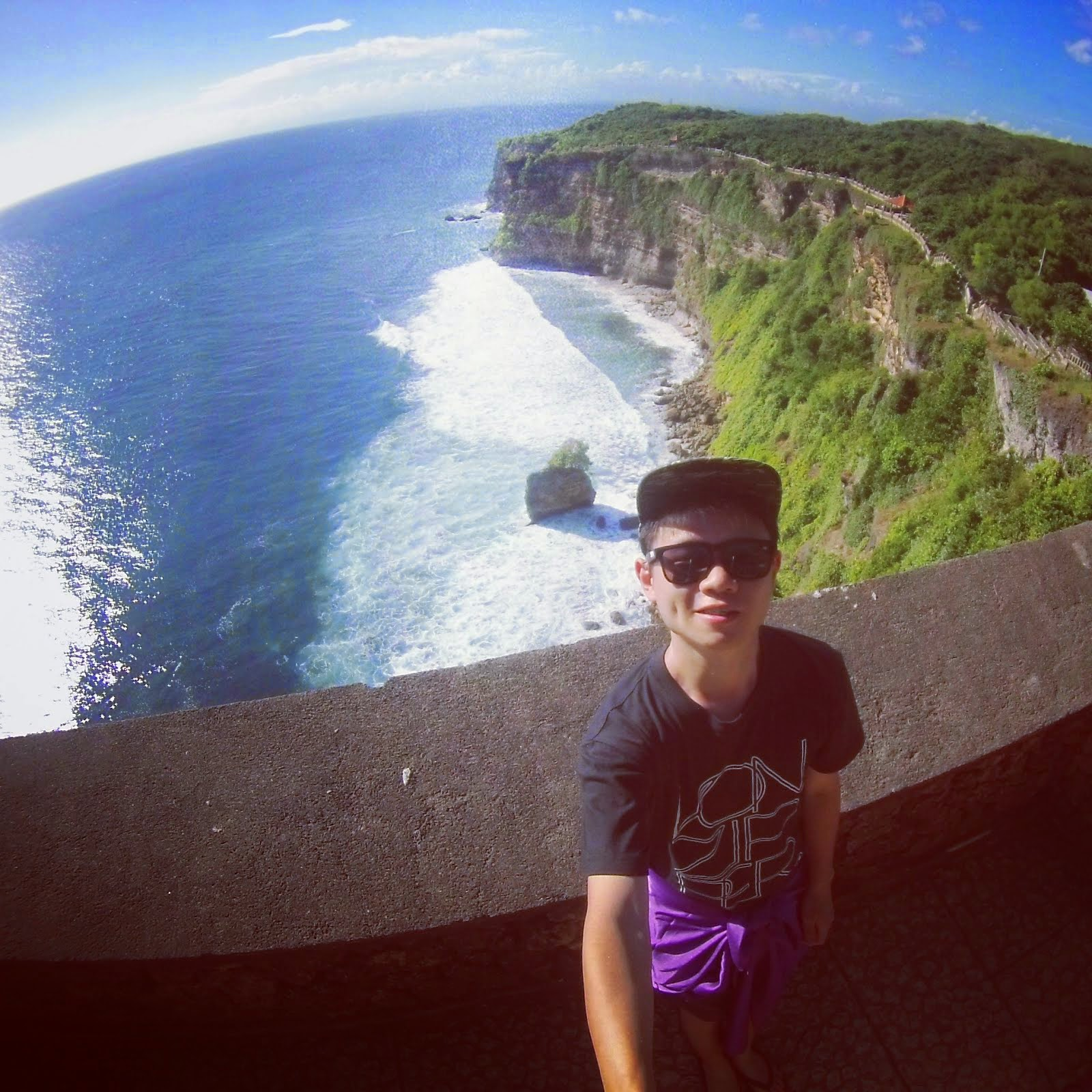 SELFIE AT ULUWATU CLIFF WOW WOW