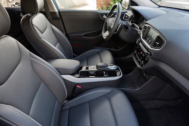 Interior view of 2018 Hyundai Ioniq Plug-In Hybrid