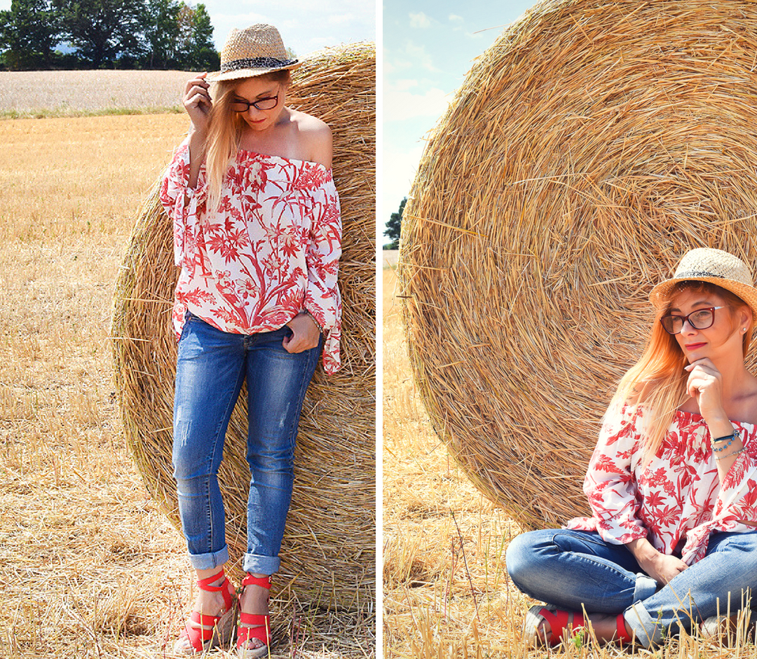 Fashionblogger over 40, how to combine an offshoulder blouse, jeans and wedges