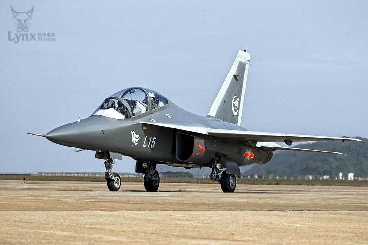 Jet Latih Hongdu L-15 Falcon, China