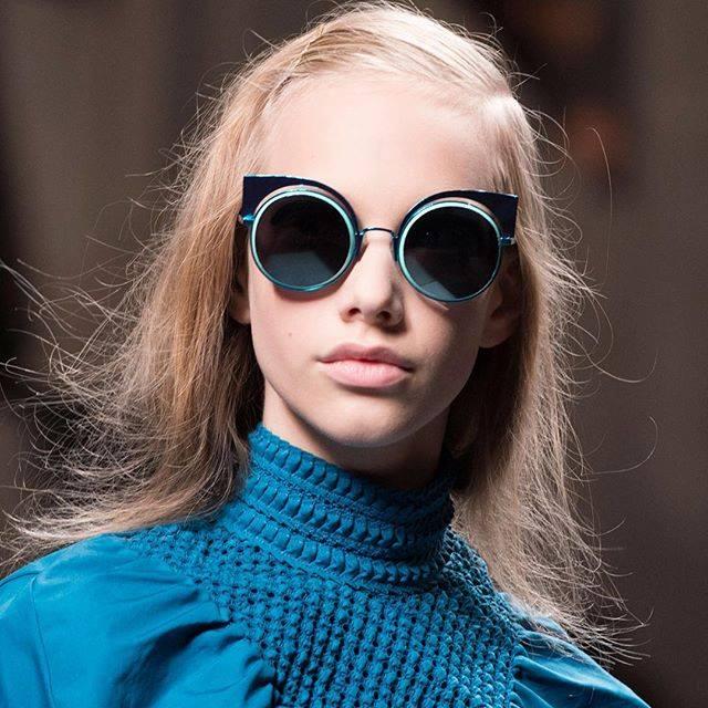 664c5db78 Fendi FF 0177/S W5IT7 Azul Espelhado Eyeshine. Exótico e lindo, este modelo  de sol da Fendi esta lindo, e esta sessão de fotos ficou divina!