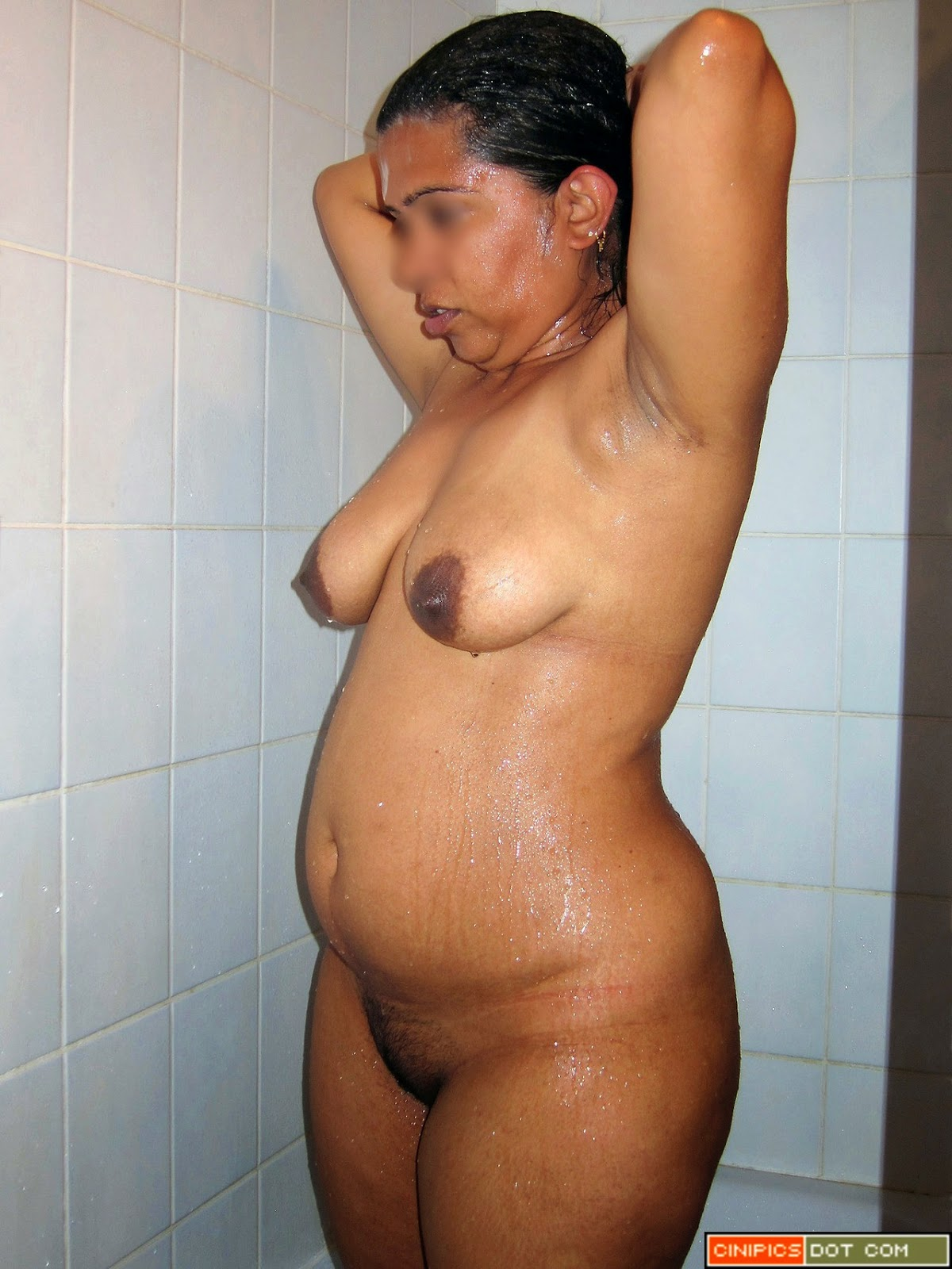 aunty bathing Indian