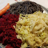 Snabblagad veganmiddag: bönpasta, vitkålswok, rödbetsfräs
