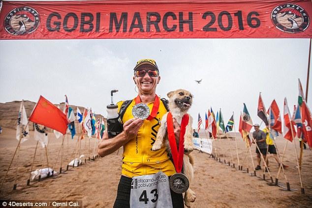 La perrita se hace amiga de un corredor y termina haciendo una ultramaratón de 250 kilómetros