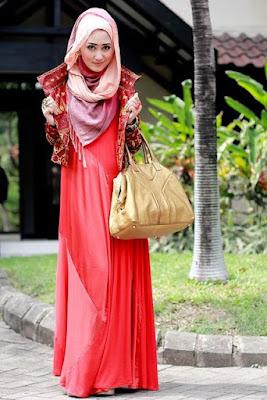 Busana Gamis Batik Kombinasi Brokat