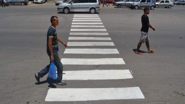شرطية مرور تقدم توضيحات حول غرامة مخالفي ممرات الراجلين