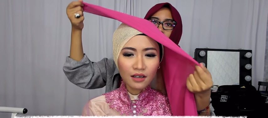 Tutorial Hijab Wisuda - Hijab Topi Mutiara Trend Baru ...