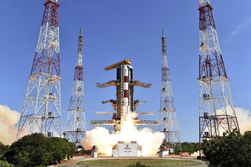 India lanza con éxito al espacio 20 satélites en un solo cohete