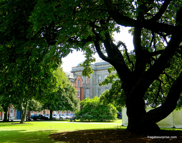 Jardim no campus do Trinity College, Dublin