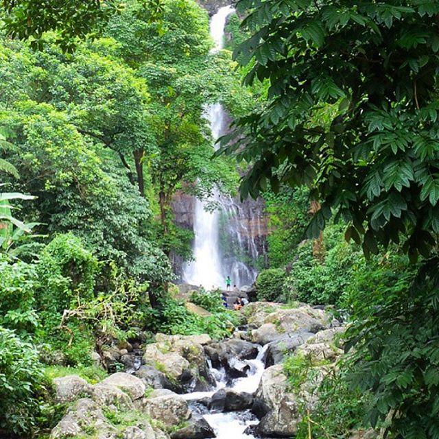 keindahan di gitgit waterfall
