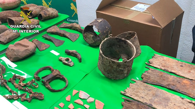 Spanish police recover hundreds of plundered artefacts