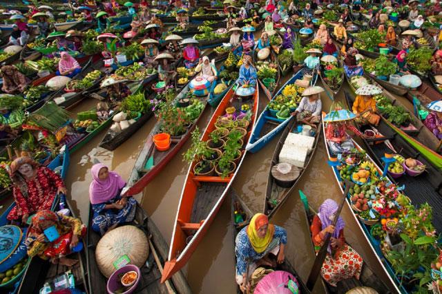 Pasar Apung Muara Kuin Banjarmasin