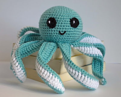 Crochet Church Purse Doll Pattern : Free Crochet Pattern for Mini Octopus - The Friendly Red Fox
