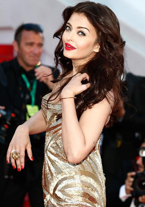 Ashwarya Rai Bacchan Hot Lips Pics in 2016