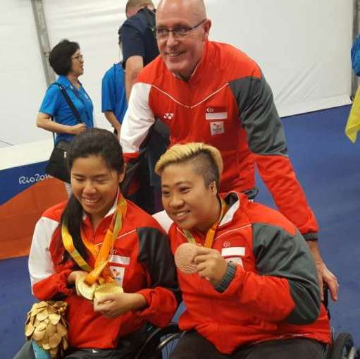 Mick Massey (centre) Theresa Goh (right) and Yip Pin Xiu celebrate with their medals on 15 September 2016.
