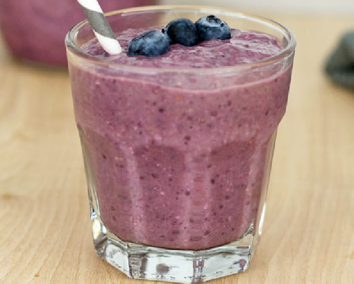 Healthy banana-berry smoothie recipe