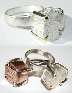 Diseño de anillo muy creativo e inusual con piedras preciosas