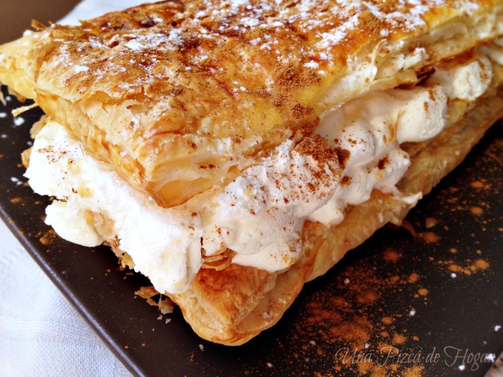 Milhojas de hojaldre fácil relleno de nata y canela