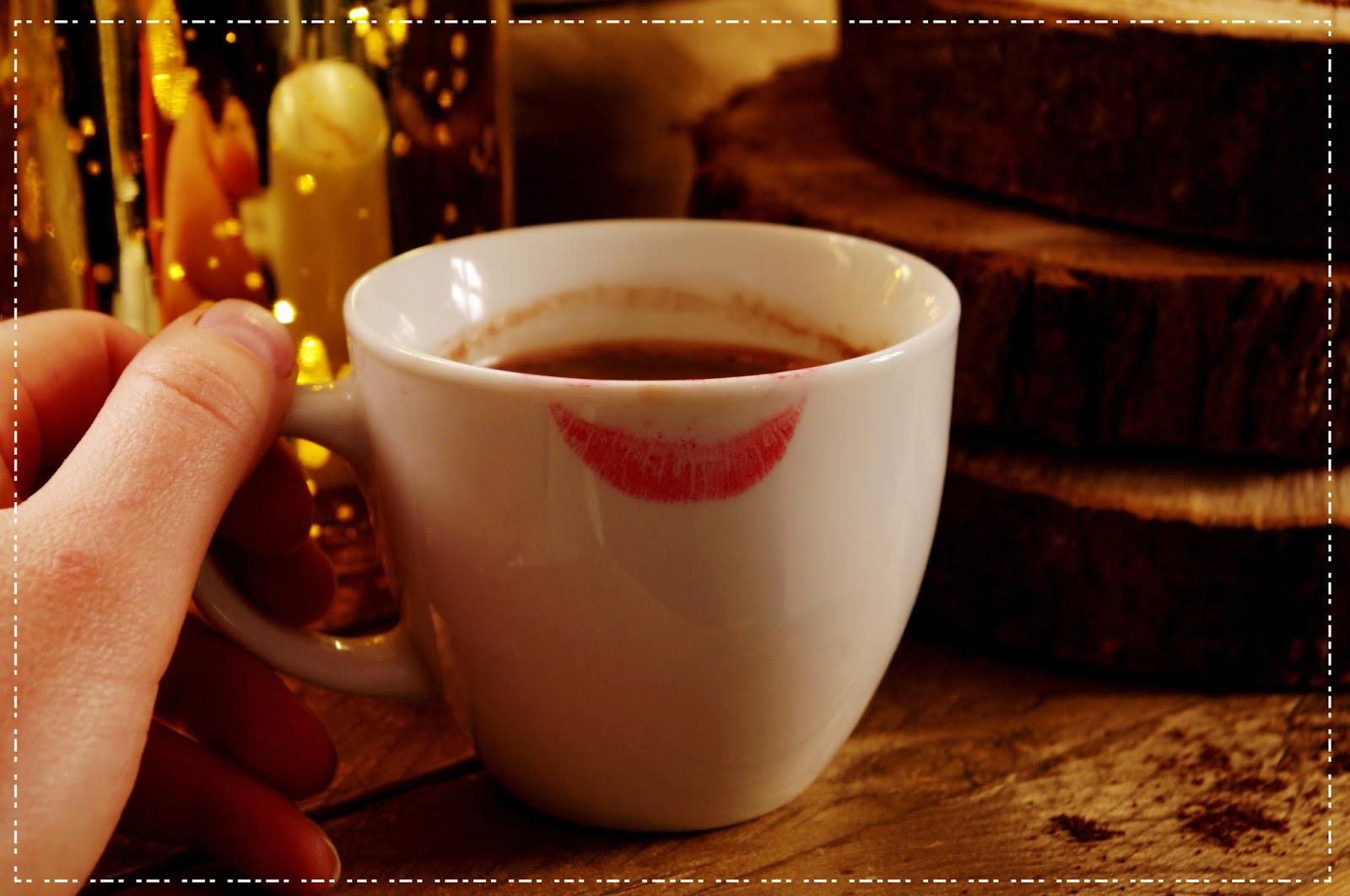 Zapraszam na kawę , czyli  opowieść o tym jak czaruje zapachem  kremowy żel pod prysznic Ziarna kawy - Yves Rocher