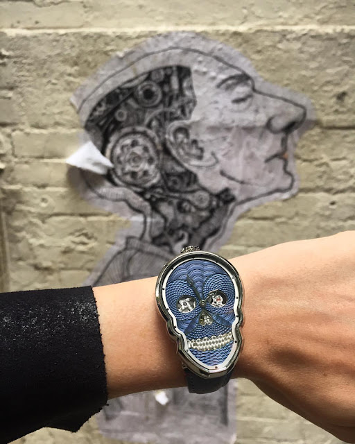 On the wrist Petit Skull Blue from Fiona Kruger