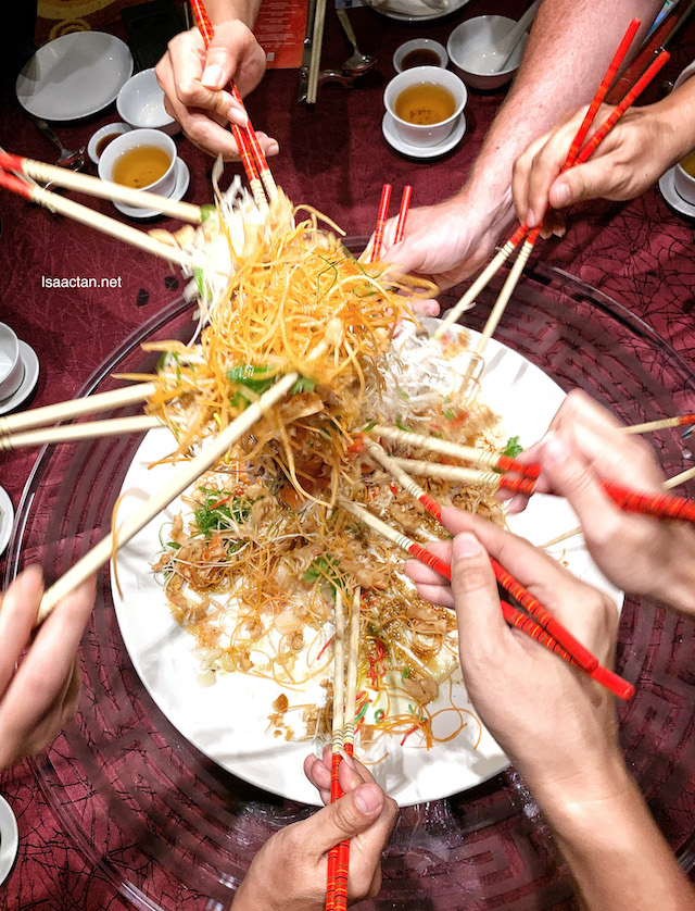 Let's toss the Yee Sang for prosperity, good fortune and happiness!