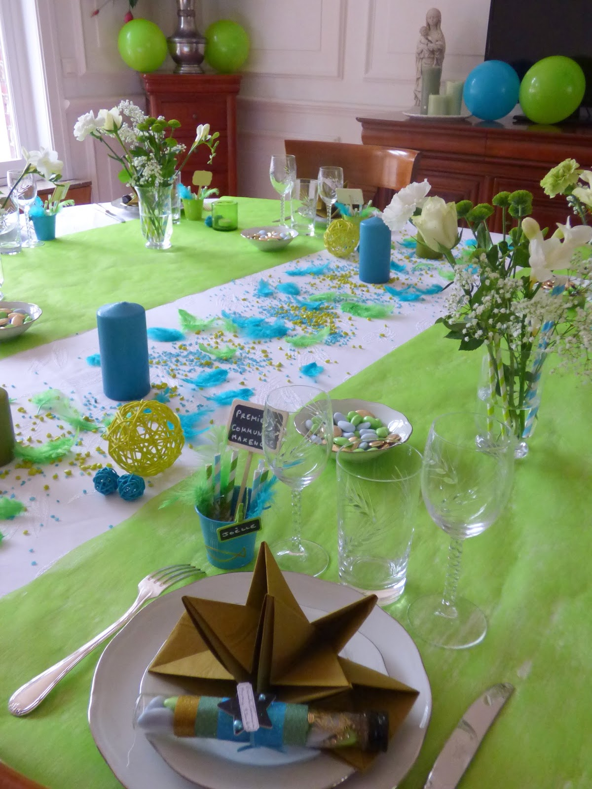 les r veries de ginie premi re communion table marque place drag es et d co de table. Black Bedroom Furniture Sets. Home Design Ideas