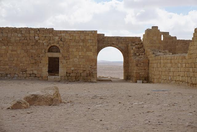 מבנים עתיקים עבדת