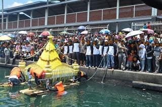 Tradisi Pesta Sedekah laut novieffendi.com