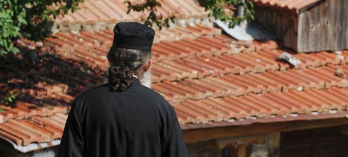 «Είχα απώλεια μνήμης, δεν θυμάμαι» -Τα πρώτα λόγια του ιερέα που χαστούκισε και δάγκωσε αστυνομικούς