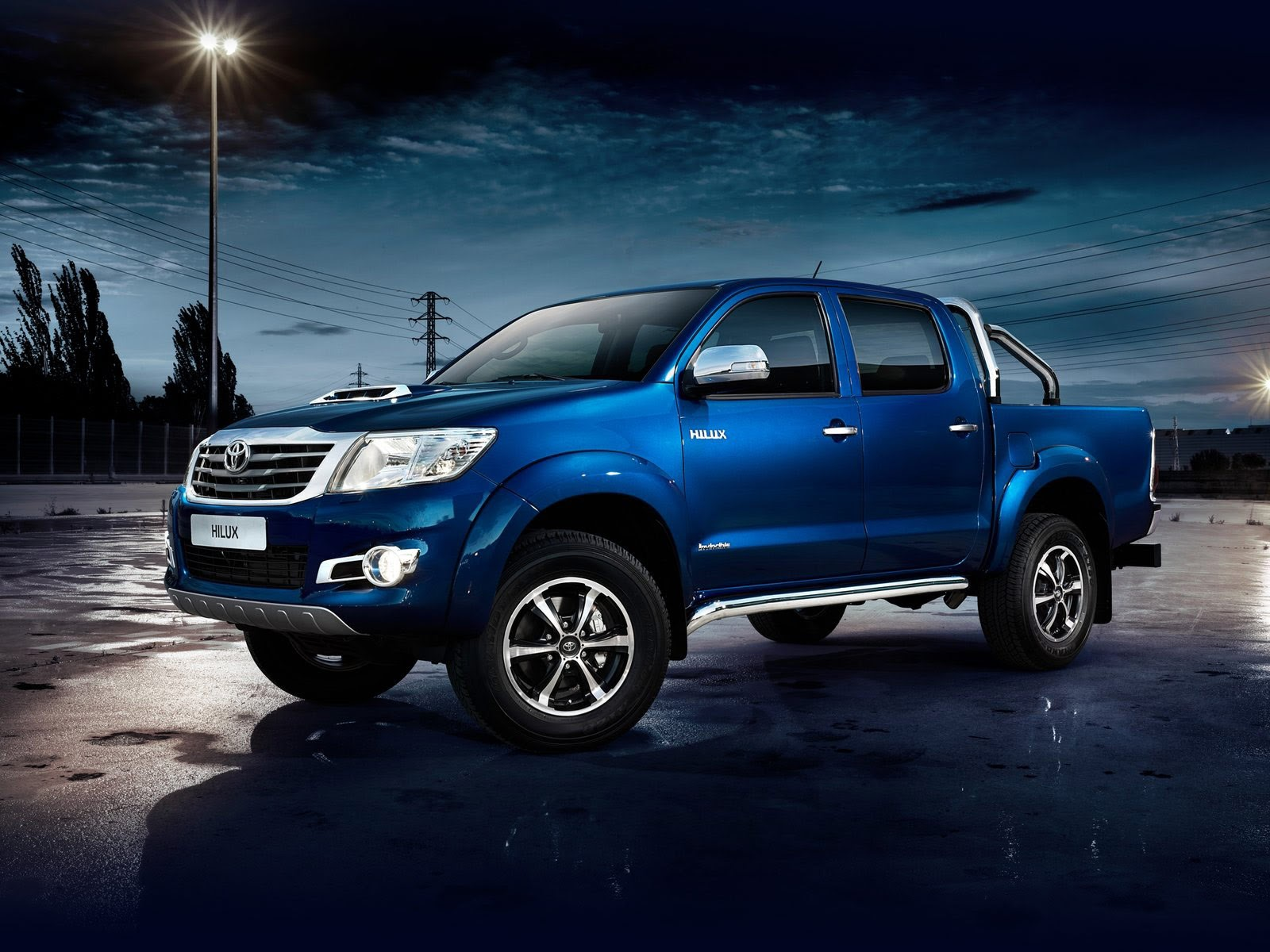 Japanese car photos - 2014 Toyota Hilux Invincible insurance