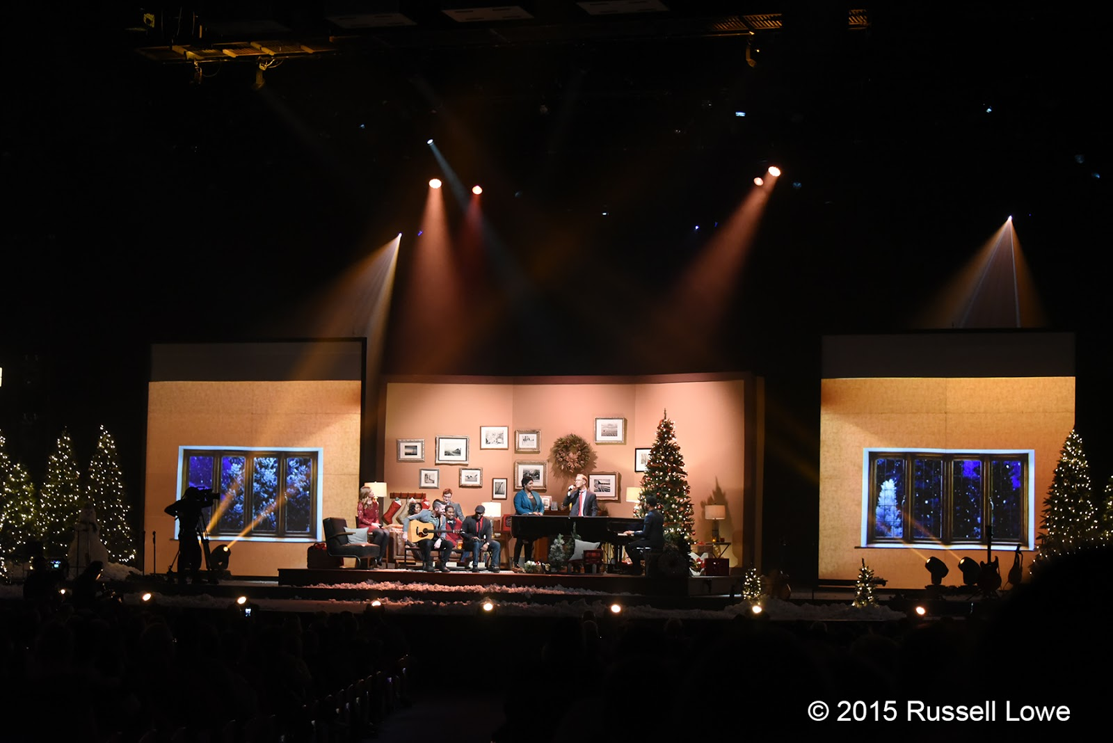 willow creek community church christmas eve 2015 - Christmas At Willow Creek