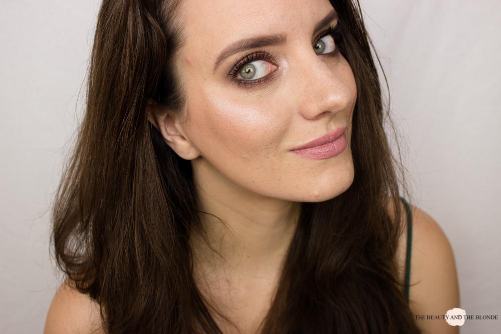Sleek Solstice Highlighter Palette Equinox Beautyblogger Review Tragebild Aufgetragen