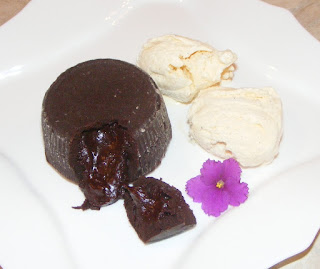 vulcan de ciocolata, deserturi, prajituri, dulciuri, sufleu de ciocolata, crema de ciocolata, retete, retete culinare, ciocolata, cake,