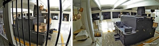 Cozinha do navio HMS Warrior, nos Estaleiros Históricos de Portsmouth, Inglaterra