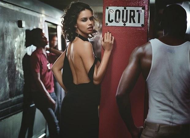 Adriana Lima posa de lingerie