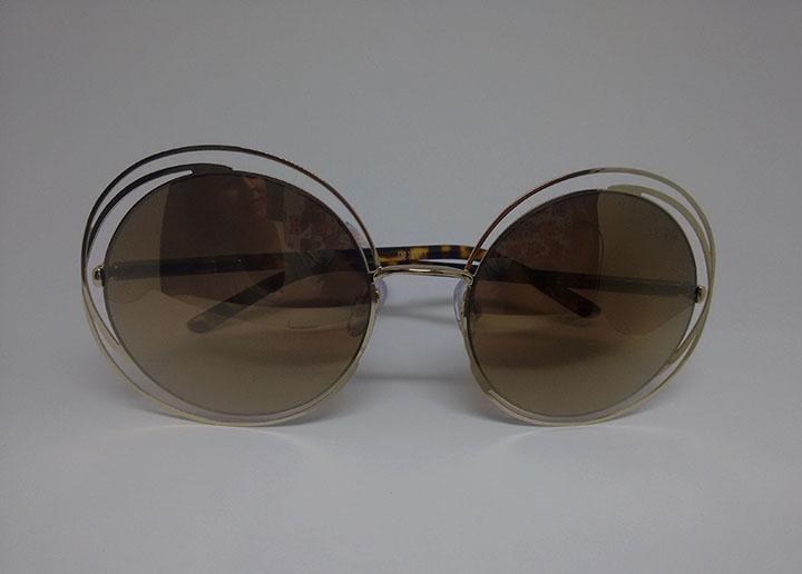 b9106b1b2e9fe Uma dica para não exagerar é usar óculos que tenham as lentes e armações em tons  neutros. Modelo da Baly Hay ...